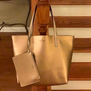 ♠️Kate Spade Reversible tote with wristlet♠️